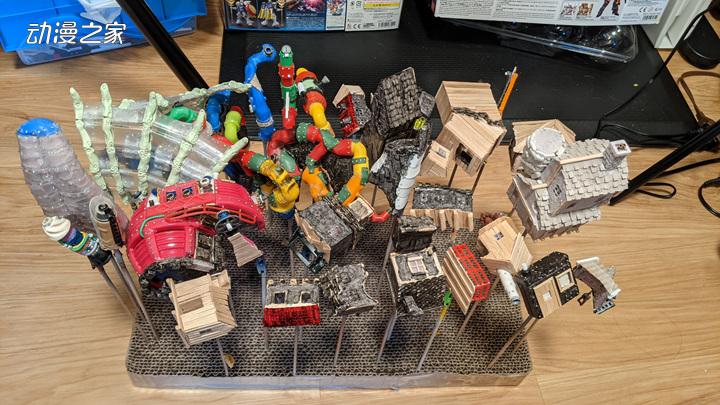 """美国模型制作者利用废品制作""""哈尔的移动城堡""""!  第2张"""