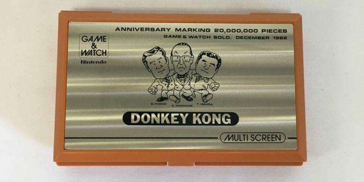 纪念版Game & Watch掌机在雅虎拍出9000美元高价  第1张